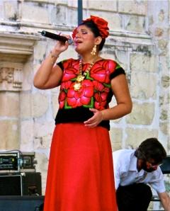 Unknown singer at the Plaza de la Danza