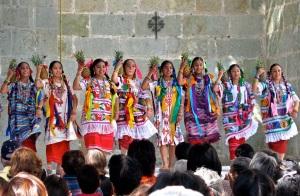 Piña Dancers