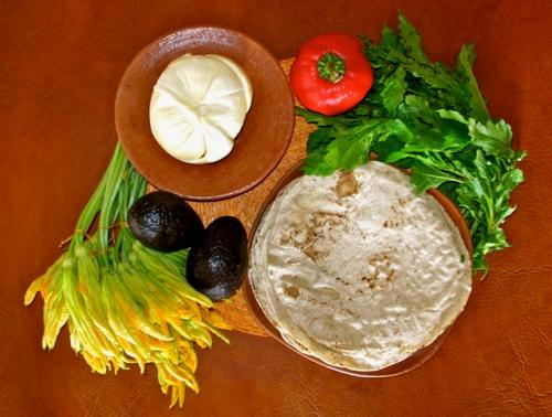 quesillo, pimiento, epazote, aguacates, flor de calabaza, torillas