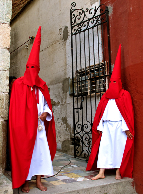 2 red hooded participants waiting.