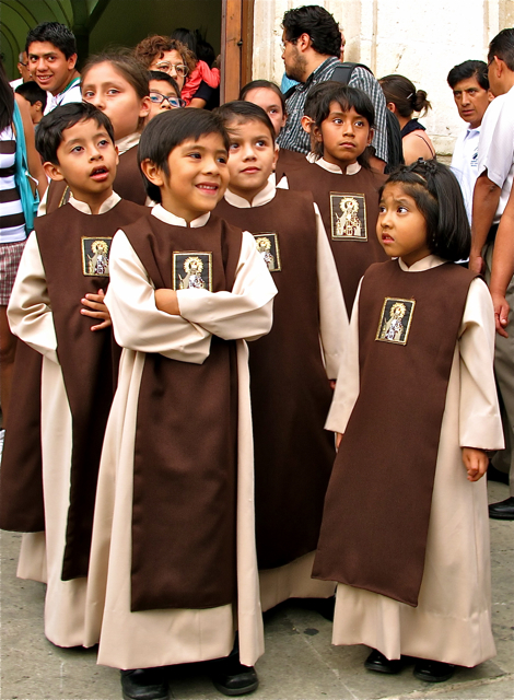 Altar kids lined up