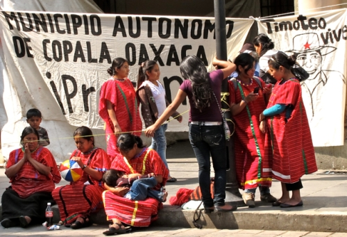 Triqui women and baby await the arrival of the march/caravan