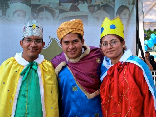 Three teenagers (2 boys and 1 girl) dressed as the Three King.