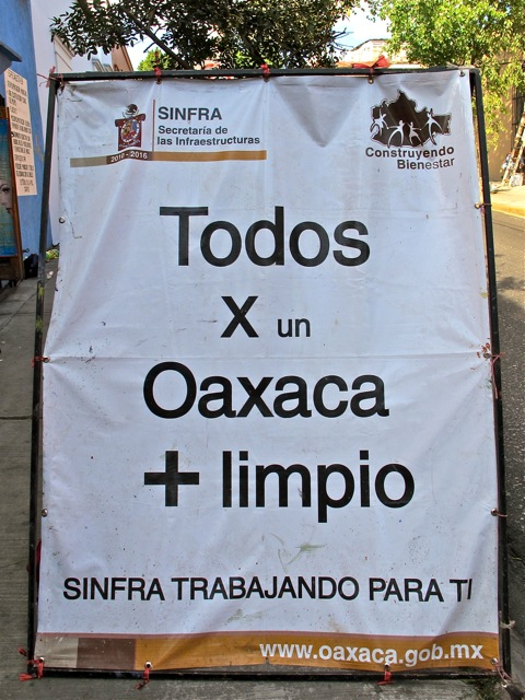 "Sign on street:  ""Todos x un Oaxaca + limpio"""