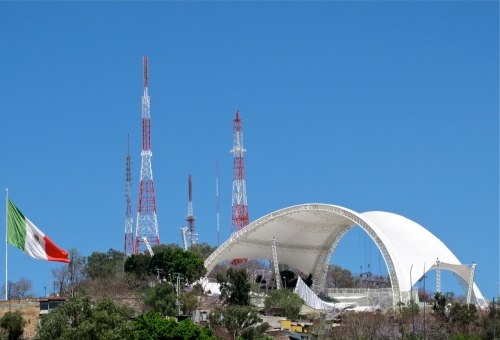 Guelaguetza auditorium without the wings; Mexican flag on the left.