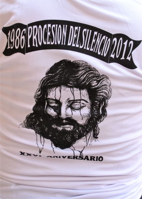 "Back of T-shirt: Face of Jesus; text ""1986 Procesion del silencio 2012"""