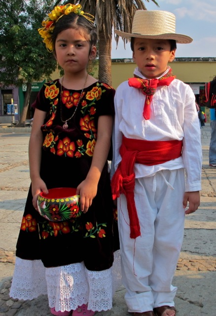 Girl and boy in costume of the Istmo.