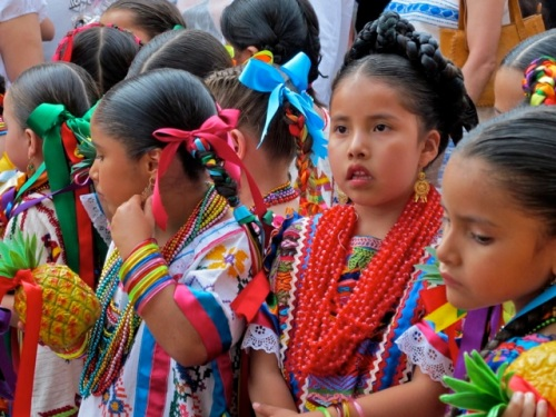 Close up of girls in the costumes from Tuxtepec