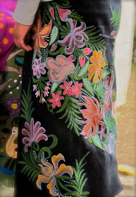 Black skirt embroidered on the diagonal with flowers