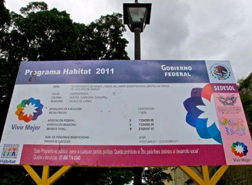 Programa Habitat 2011; Gobierno Federal sign.