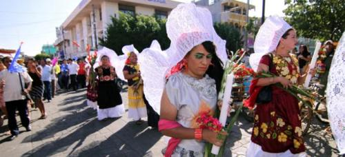 Parade of Muxes in traje of Juchitán