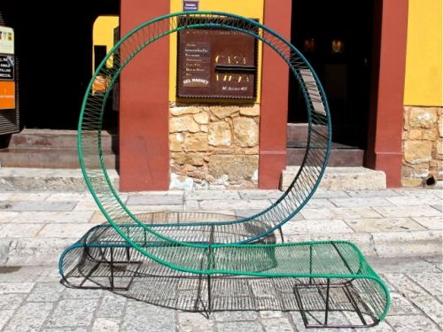 Circular double bench - metal and plastic.