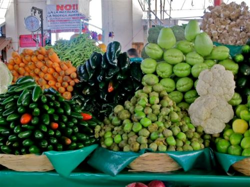 Vegetables mounded in mercado
