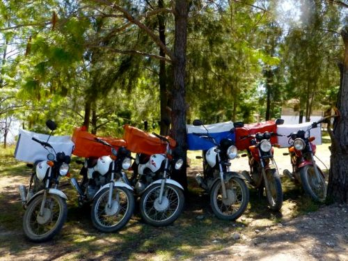 6 motorcycles with soft insulated boxes.