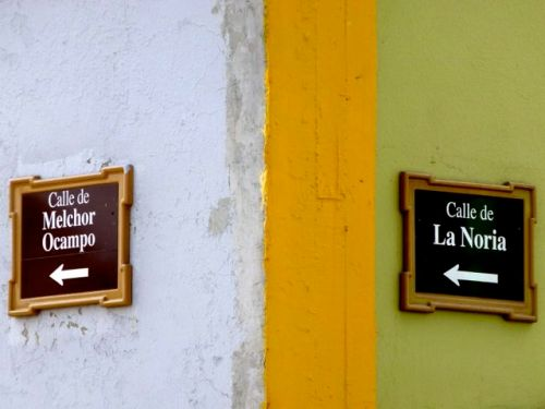 Street signs: Call de Melchor Ocampo and Calle de La Noria
