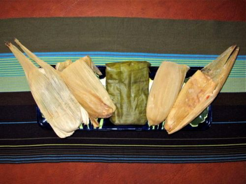 Platter with 5 tamales