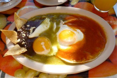 Plate of huevos divorciados