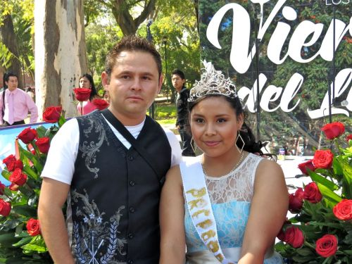 A queen and her consort at Viernes in Llano.