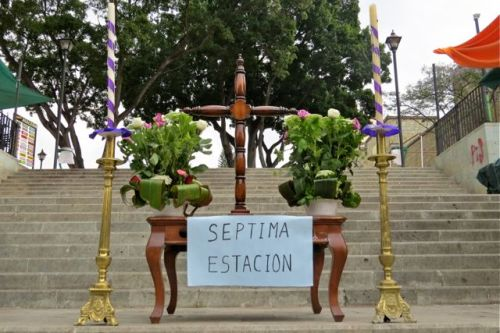 Septima Estacion - altar on outside stairs