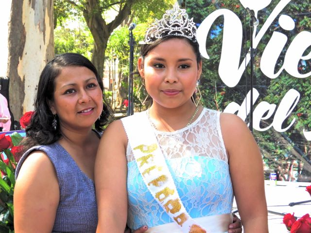 Queen and mother at 2nd Viernes en Llano, Oaxaca city