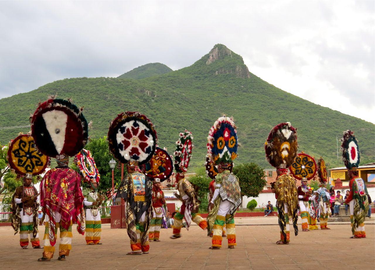 Danzantes with El Picacho in background