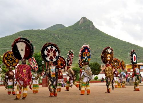Danzantes with El Picacho in background