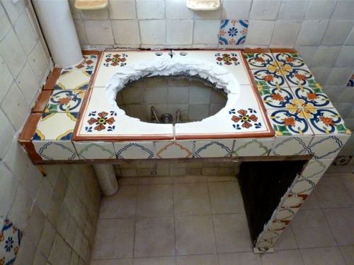 Counter with tile