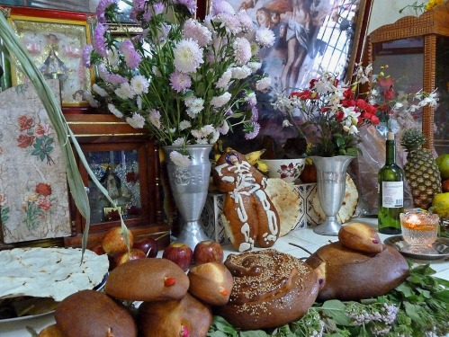 Home altar with loaves of pan de muerto