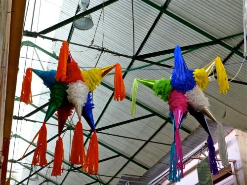 2 piñatas