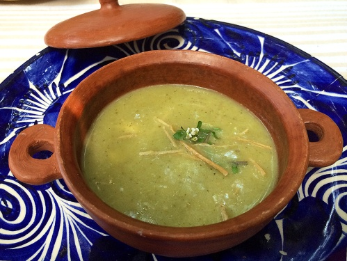 Sopa de tortilla de tomate de milpa (Tortilla soup with tomatillos and little balls of quesillo)