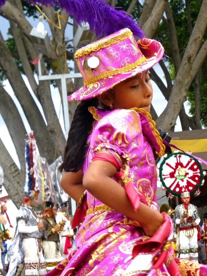 Doña Marina dancing the dance.