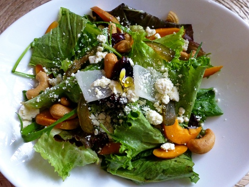 Ensalada de durazno y queso istmeño (Salad of peaches and cheese from the Isthmus of Tehuantepec)