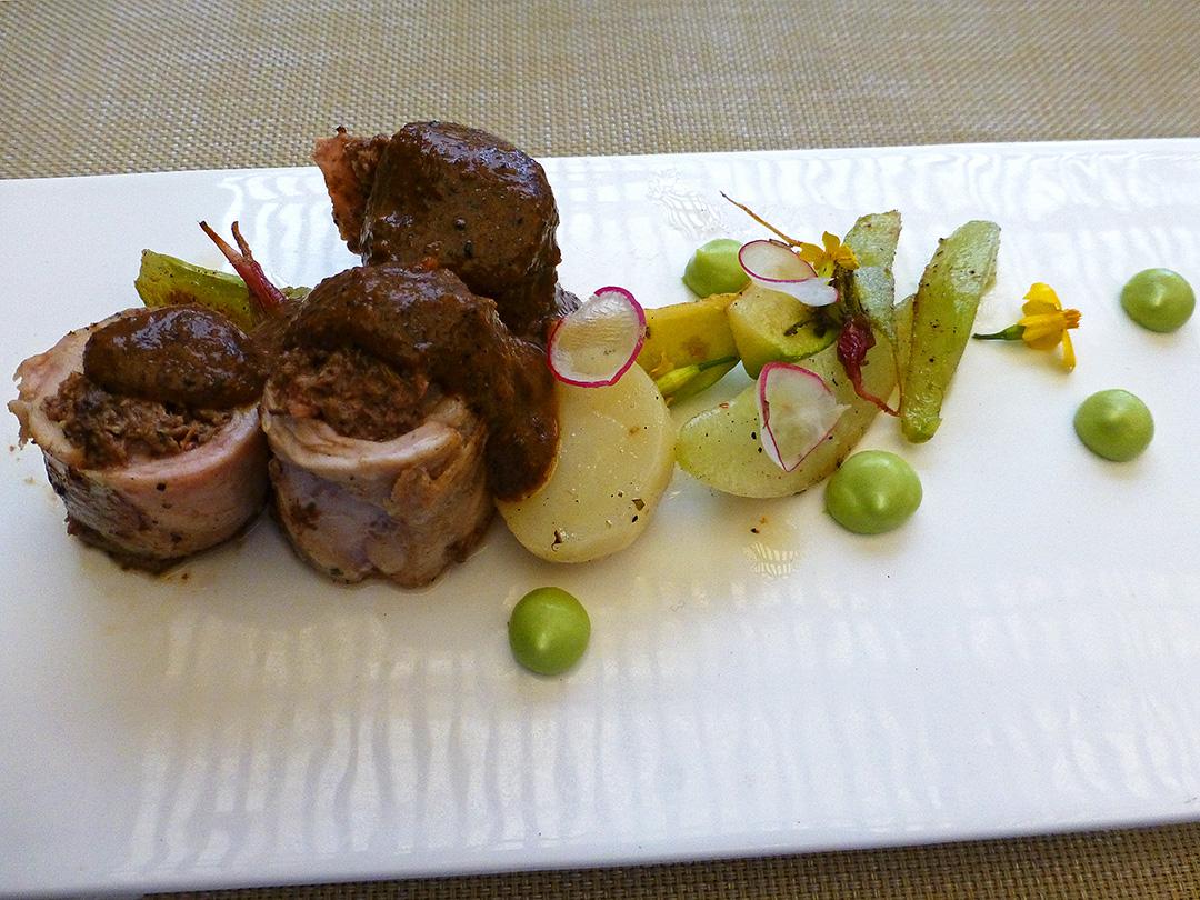 Conejo chimeco con verduras rostizadas con manteca de pato (Rabbit with roasted vegetables and duck fat)