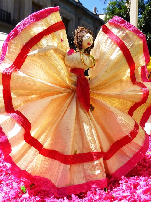 Jarabe Mixteco dancer in Totomoxtle Decorado category 2012