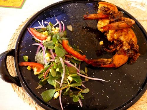 Camarones al mojo de chile meco (Shrimp with dried smoked chiles)