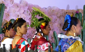 Eventual winner, Leticia María Reyes Salinas from Santiago Jamiltepec, second from left.