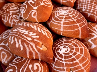 Pan de Muertos in the mercado of Villa de Mitla - October 29, 2017