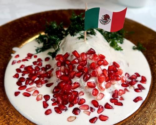 Chile en nogada with Mexican flag